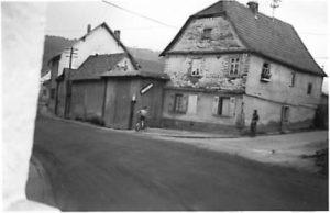 Ehemals jüdisches Haus, heute Schwalbacher Str. 20, um 1963, Foto: Fam. Bund