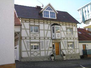 Anwesend Bund, Borngasse, Foto von Karsten11 - Eigenes Werk, Gemeinfrei, https://commons.wikimedia.org/w/index.php?curid=6295410