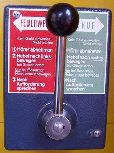 Notrufhebel zum Notrufsystem 73, Bild: Kandschwar, 2005