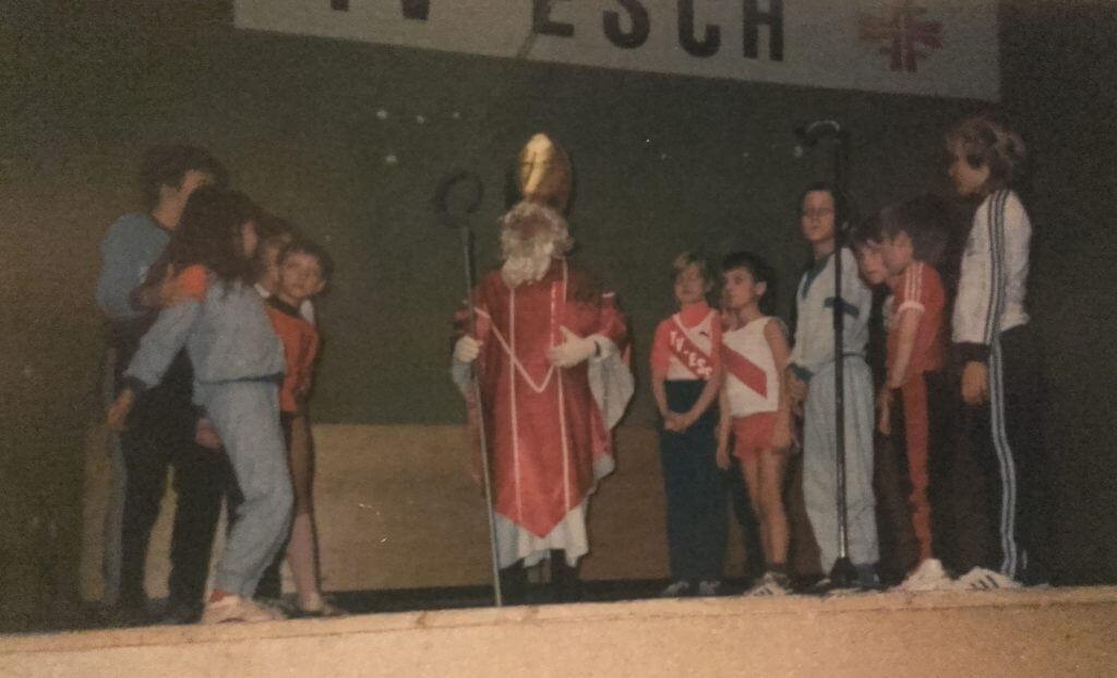 Der Nikolaus bei der Weihnachtsfeier des TV Esch 1985